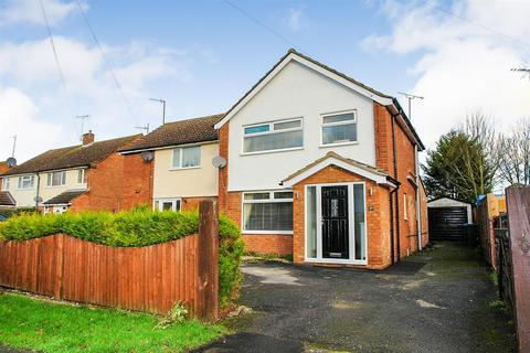 3 bedroom semi-detached house for sale - Queens Mead, Aylesbury