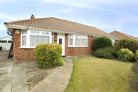 2 bedroom bungalow for sale - Chester Avenue, Lancing, West Sussex, BN15