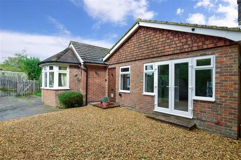 2 bedroom detached bungalow for sale - Lower Platts, Ticehurst, East Sussex