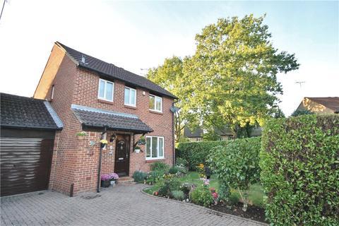 3 bedroom detached house for sale - Alterton Close, Woking, Surrey, GU21