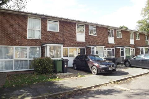 3 bedroom terraced house to rent - The Cloisters, Frimley, Surrey GU16