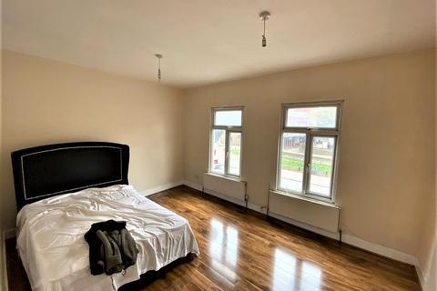 3 bedroom flat to rent - Broad Lane, London N15