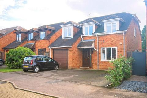 4 bedroom detached house for sale - Walnut Close, Stoke Mandeville, Buckinghamshire