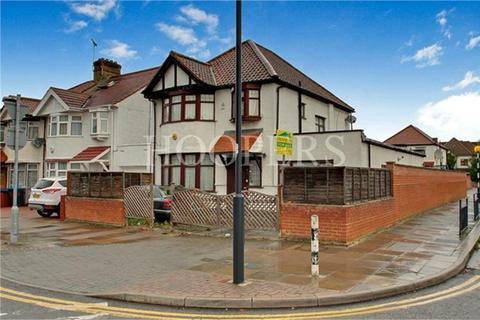 3 bedroom detached house for sale - Burnley Road, London