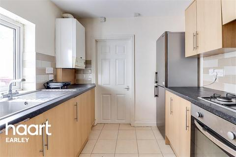 4 bedroom terraced house to rent - Wykeham Road, Reading, RG6 1PP