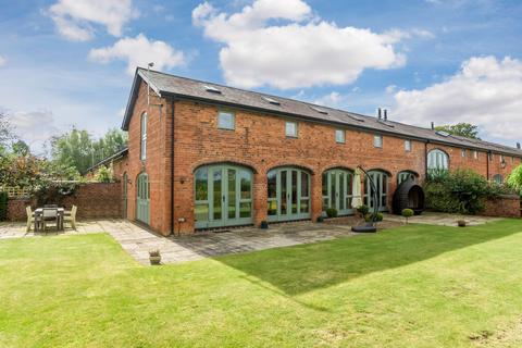 4 bedroom barn conversion to rent - Netherstead Court, Morton Bagot