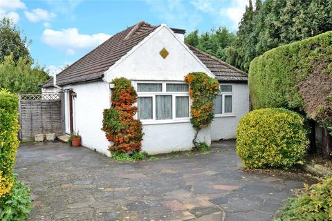 2 bedroom detached bungalow for sale - Greenhayes Gardens, Banstead, Surrey, SM7