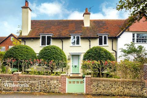 4 bedroom semi-detached house for sale - Bazehill Road, Rottingdean, Brighton, East Sussex, BN2