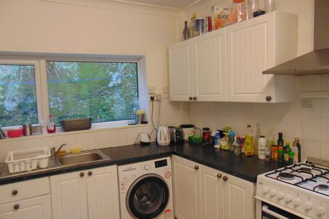 5 bedroom semi-detached house to rent - Thackeray Road