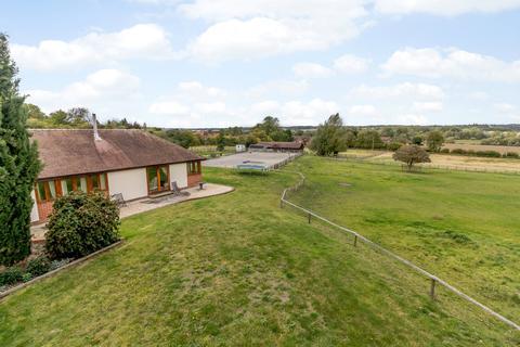 4 bedroom detached bungalow for sale - Brimpton Road, Brimpton, Reading