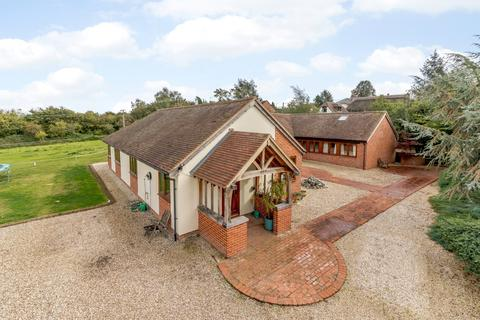 4 bedroom detached bungalow for sale - Brimpton Road, Brimpton, Reading