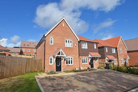 3 bedroom semi-detached house for sale - Motley Gardens, Alton