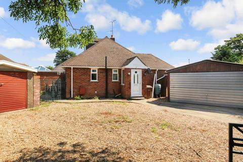 2 bedroom semi-detached bungalow to rent - Grasmere Road, Luton