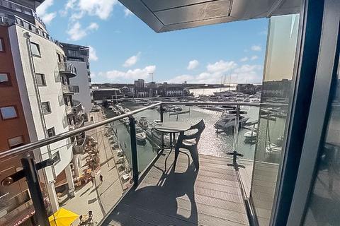 2 bedroom apartment to rent - Admirals Quay, Southampton