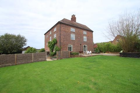 4 bedroom semi-detached house for sale - Lutley Lane, Hayley Green, Halesowen, B63