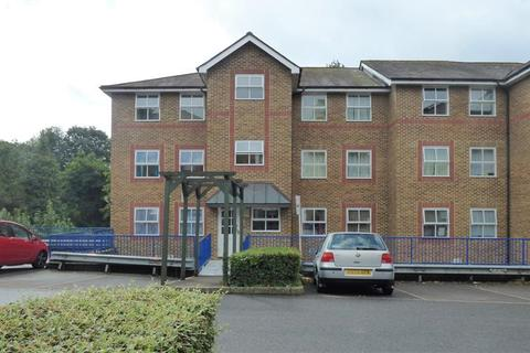 2 bedroom flat for sale - Riverbank Close Maidstone Kent ME15 7SE
