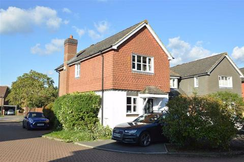 3 bedroom detached house for sale - Nuthatch Gardens, Reigate, Surrey