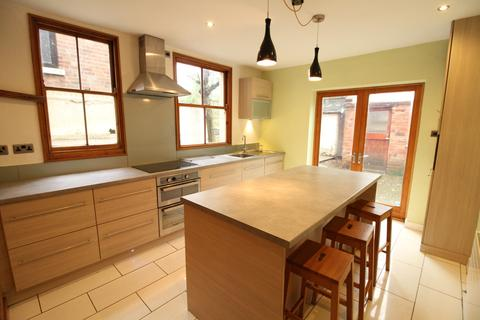 4 bedroom end of terrace house to rent - Goldswong Terrace