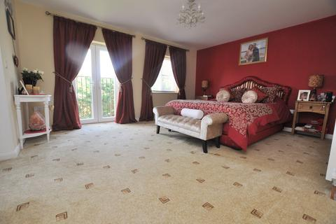 4 bedroom semi-detached house for sale - Grosvenor Close, Chelmsford, CM2