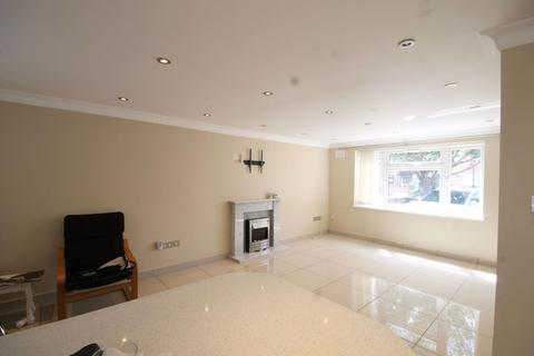 4 bedroom house to rent - Limes Road, Cheshunt