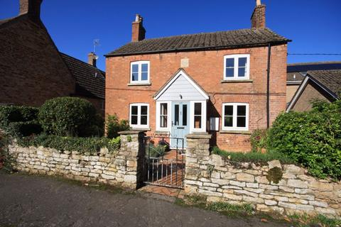 3 bedroom house to rent - Priory Road, Manton