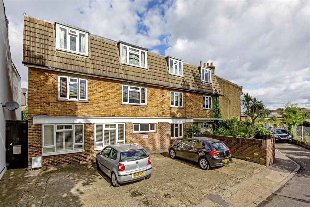 Railway Side, Barnes, SW13 1 bed flat for sale - £375,000