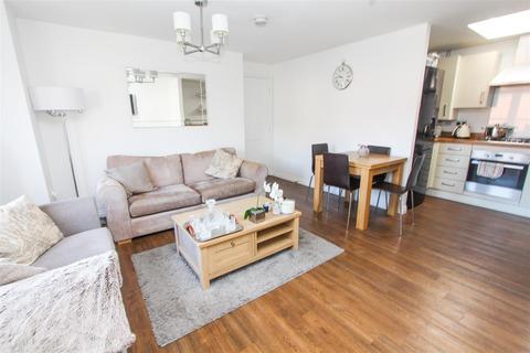 2 bedroom flat for sale - The Mead, Keynsham, Bristol