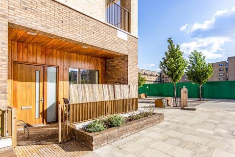 1 bedroom flat for sale - Casbeard Street, London, N4