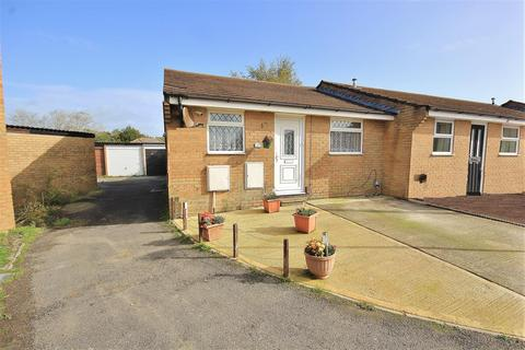 2 bedroom bungalow for sale - Slepe Crescent, Parkstone, Poole