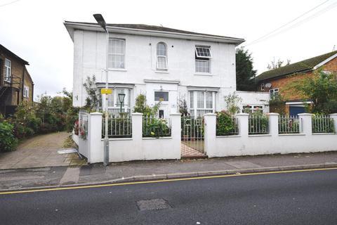 3 bedroom apartment to rent - Cleveland Road, Uxbridge, Middlesex UB8 2DW