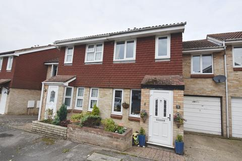 3 bedroom semi-detached house for sale - Bremner Close Swanley BR8
