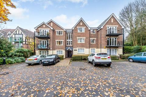 2 bedroom apartment to rent - High Oaks, Eastbury Avenue