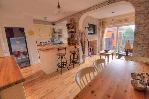 3 bedroom semi-detached house for sale - Marton Road, Bridlington, YO16 7PT
