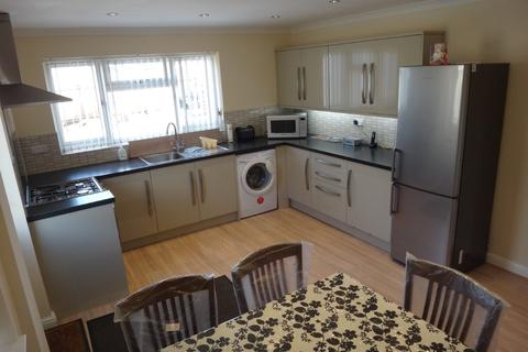 2 bedroom detached bungalow to rent - Birsmore Avenue, Rushey Mead, Leicester