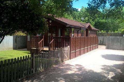 2 bedroom detached bungalow to rent - Laleham Reach, Chertsey