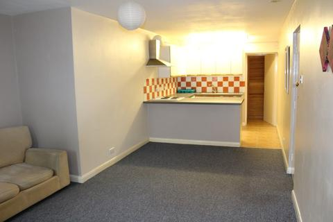 Studio to rent - Fairfield Road, West Drayton