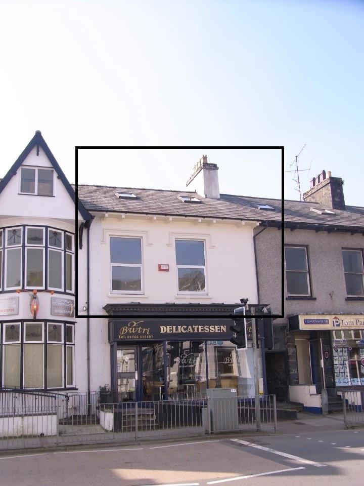 3 Bedrooms Flat for sale in High Street, Porthmadog LL49
