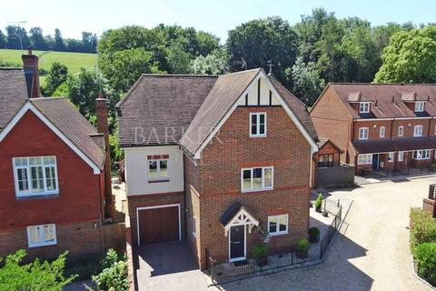 5 bedroom detached house for sale - Style and Space in East Arms Place