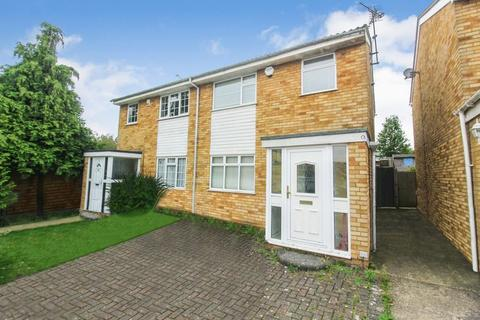 3 bedroom semi-detached house for sale - Oving Close, Luton