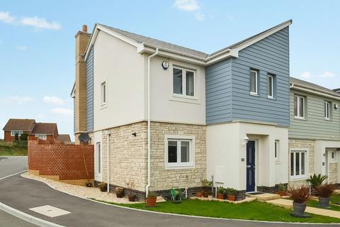 3 bedroom end of terrace house for sale - Beautifully Presented Family Home, Gentian Way, Preston Downs