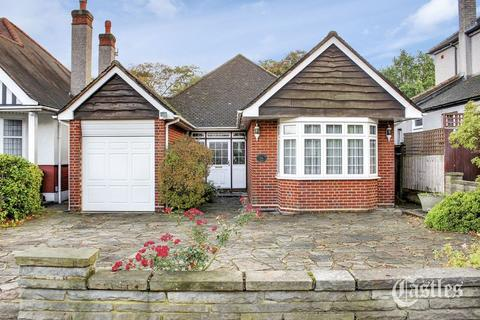 2 bedroom detached bungalow for sale - Woodland Way, Winchmore Hill, N21