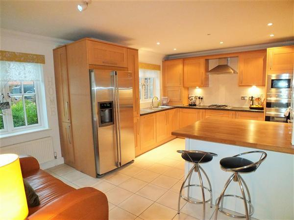 4 Bedrooms Semi Detached House for sale in St. Pauls Court, Lynsted, Lynsted