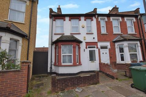 3 bedroom end of terrace house for sale - Herga Road, Harrow