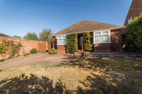 2 bedroom detached bungalow for sale - The Street, Boughton-Under-Blean