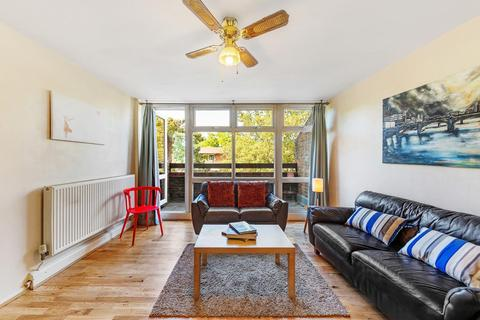 3 bedroom flat for sale - Blore Close, SW8