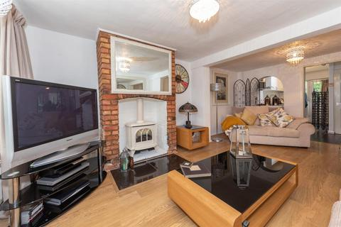 2 bedroom terraced house for sale - High Street, Toddington