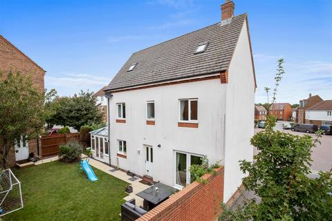 4 bedroom detached house for sale - Ribston Way, Singleton