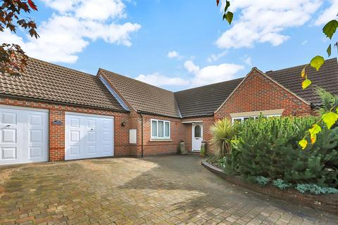 3 bedroom detached bungalow for sale - Beacon Hill Road, Newark