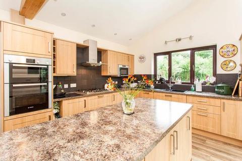 2 bedroom bungalow for sale - Church Road, Paddock Wood, Tonbridge