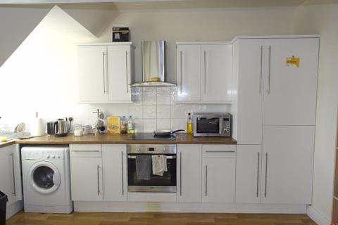 3 bedroom flat to rent - Newland Park - Cottingham Road